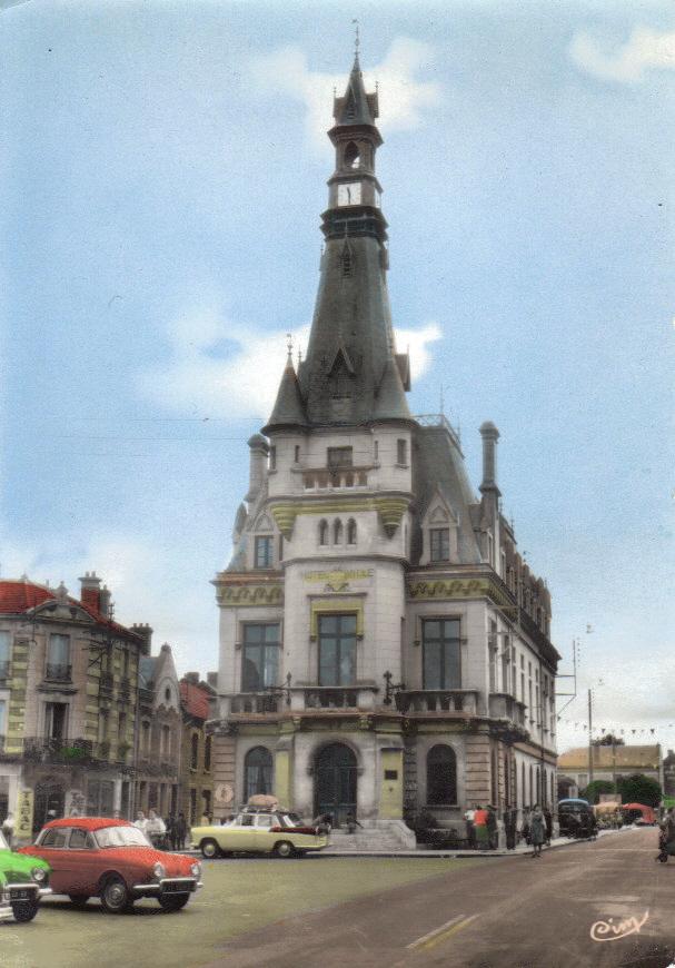L'Hôtel de Ville : Histoire & Transformations d'un Edifice Public Cpsm_c10