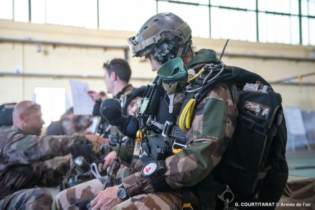 L'Armée de terre, les Forces spéciales et le GIGN sautent sur Solenzara  97258511