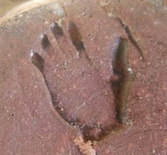 Who used this hand mark? Hand_m11
