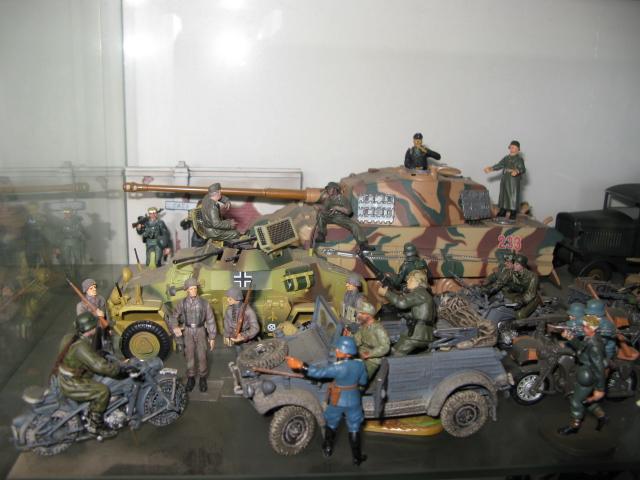 figurines , voitures , fanfares....et autres Img_0014
