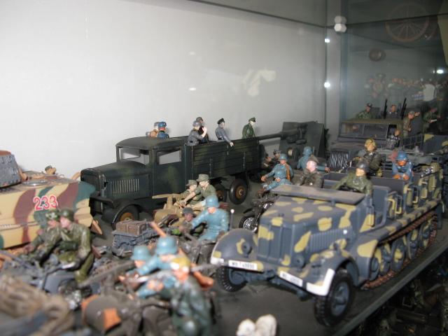 figurines , voitures , fanfares....et autres Img_0015