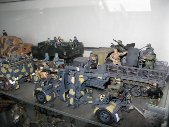 figurines , voitures , fanfares....et autres Img_0016
