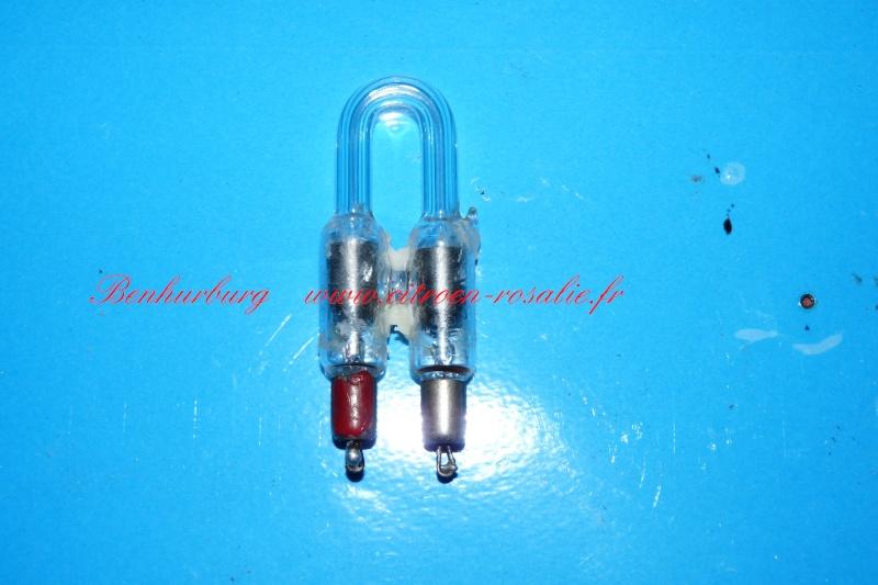 Banc Souriau et condensateurs P1080315