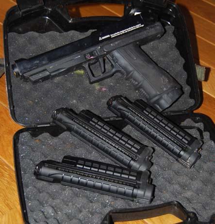 vente d un tiberius 8 avec 3 chargueur et un holster Tiberi10