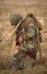 L'épopée des SAS Belges et de leur leader, le Cpt « BLUNT » BLONDEEL  - Page 2 Paraeq11