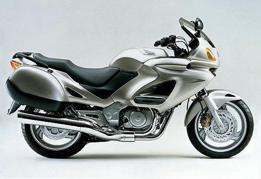 L'historique des moteurs en V Honda 650_de10