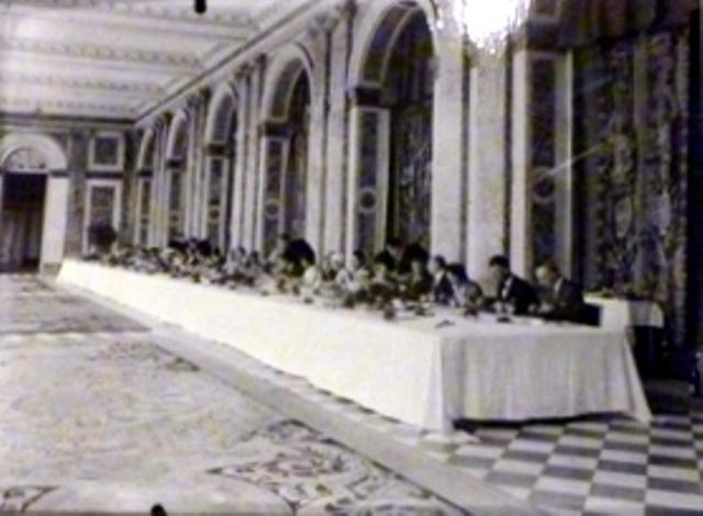 Un président chez le roi - De Gaulle à Trianon - Page 2 015bis10