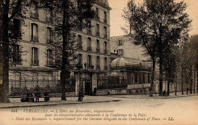 Un président chez le roi - De Gaulle à Trianon - Page 2 09811