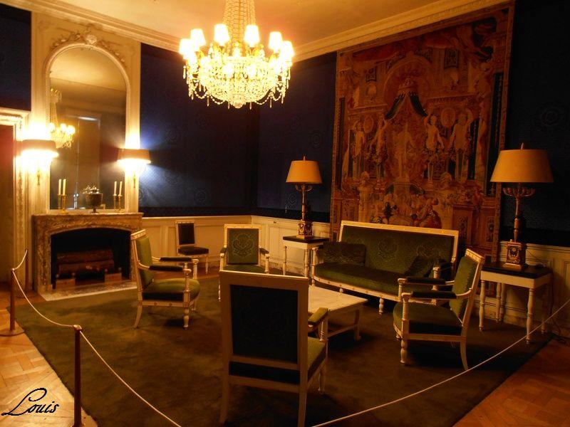 Un président chez le roi - De Gaulle à Trianon 8_salo10