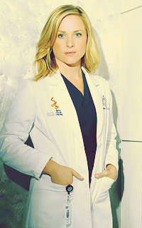 "Arizona Robbins ; ""hi everyone, please love me"" Arizo10"