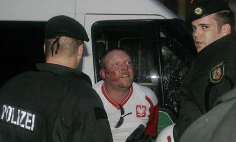 Les ultras et la police - Page 4 16jrpk10