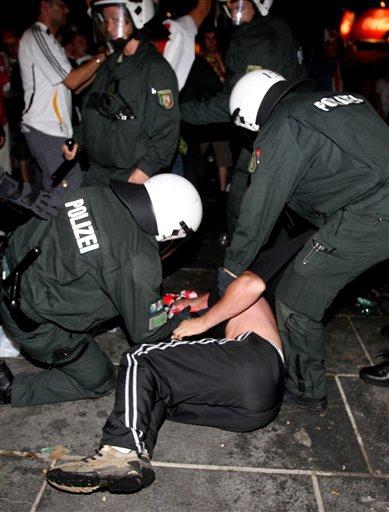 Les ultras et la police - Page 4 29kxuh10