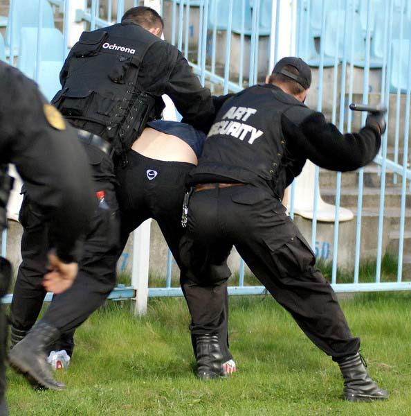 Les ultras et la police - Page 4 2ql4d210