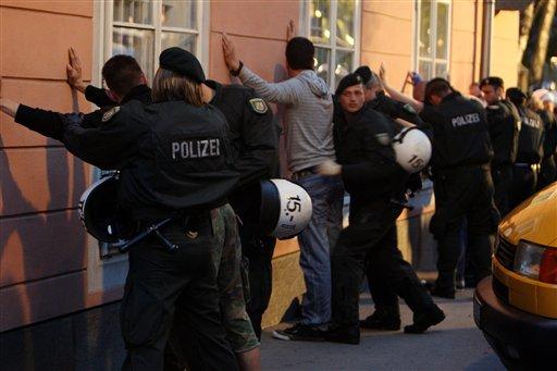 Les ultras et la police - Page 4 33djpz10