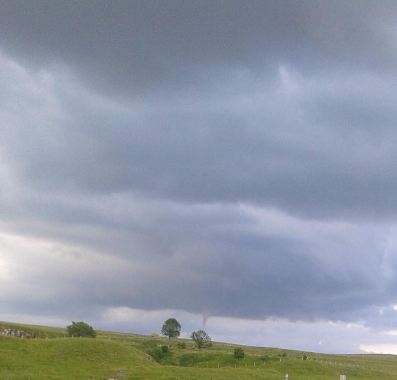 Une mini-tornade traverse le département 13510910