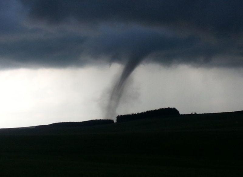 Une mini-tornade traverse le département Clxqxn10