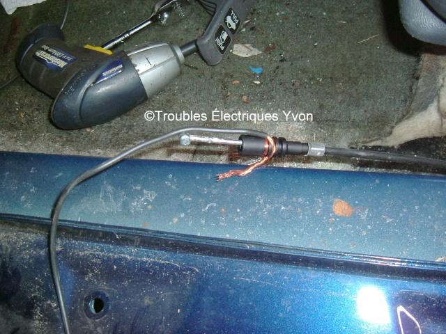 Civic 2003 +, porte à gaz n'ouvre pas Dscf3210