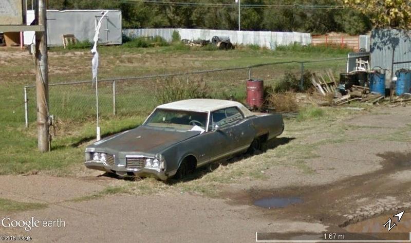 STREET VIEW : les vieilles voitures américaines 511