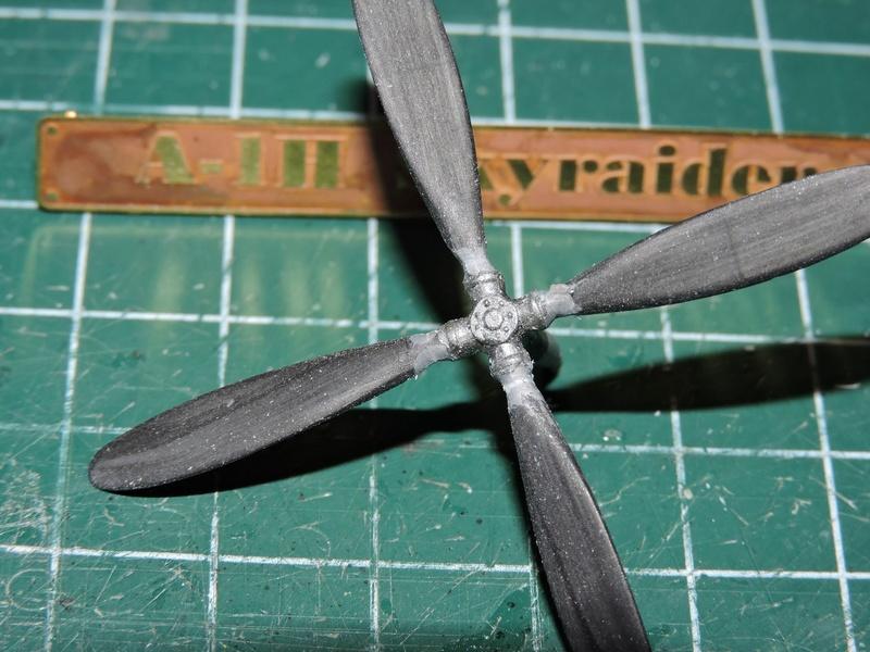 [heller] skyraider FINIT!!! - Page 2 Skyrai32