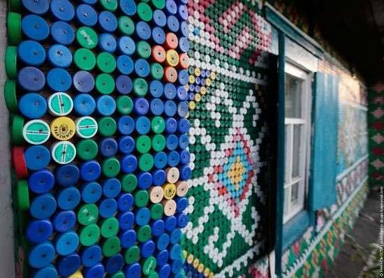 إمرأة تزين بيتها باستعمال أغطية الزجاج 8c3dfd10