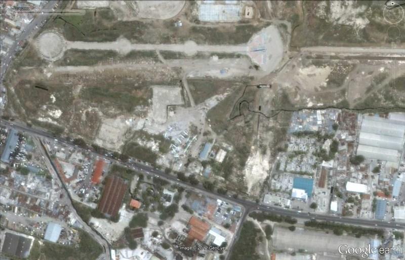 Cimetière d'avions à Port-au-Prince - Haïti 2012-183