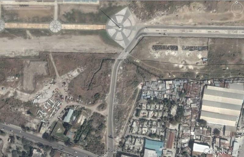 Cimetière d'avions à Port-au-Prince - Haïti 2012-184