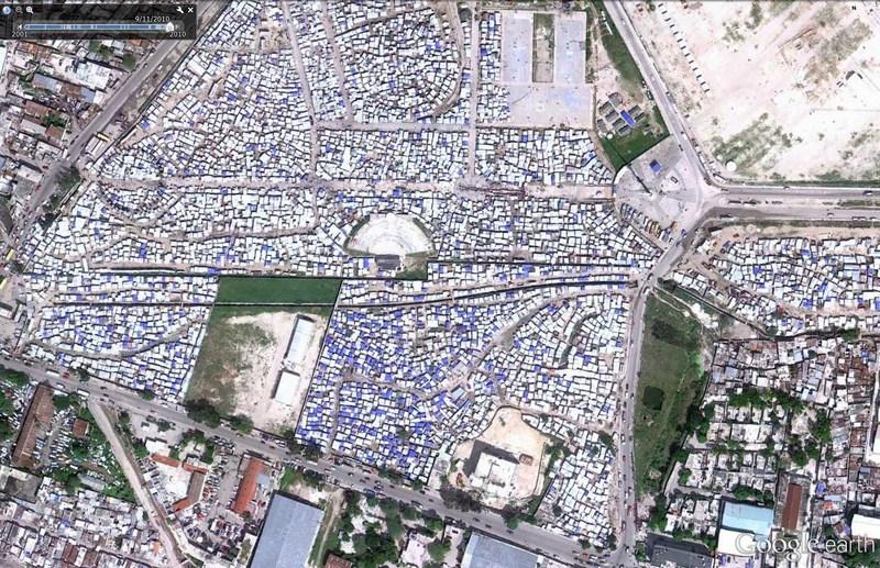 Cimetière d'avions à Port-au-Prince - Haïti 2012-185