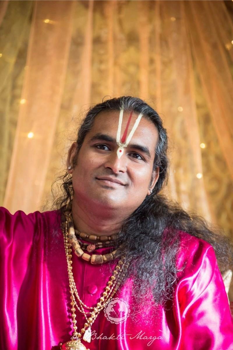 Les Gurus Hindous vivant actuellement en Inde Sri_sw10