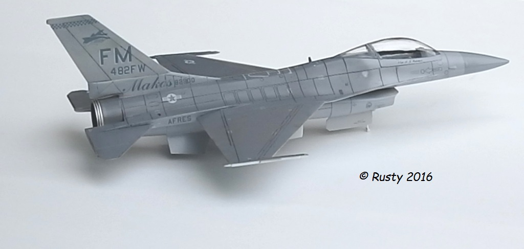 General Dynamics F-16A Fighting Falcon [REVELL 1/32] - Page 2 P6123211