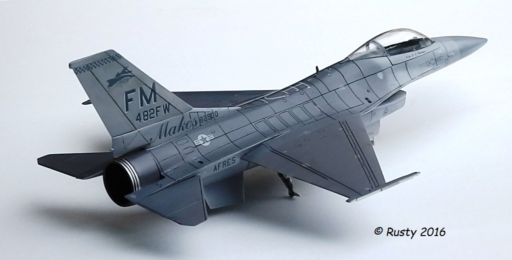 General Dynamics F-16A Fighting Falcon [REVELL 1/32] - Page 2 P6123213