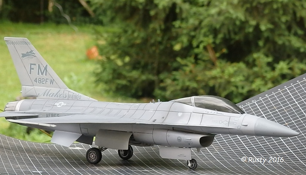 General Dynamics F-16A Fighting Falcon [REVELL 1/32] - Page 2 P6123215