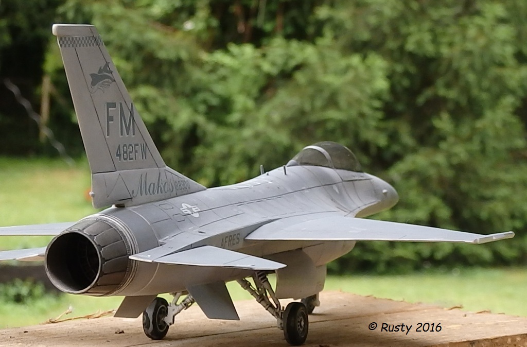 General Dynamics F-16A Fighting Falcon [REVELL 1/32] - Page 2 P6123216