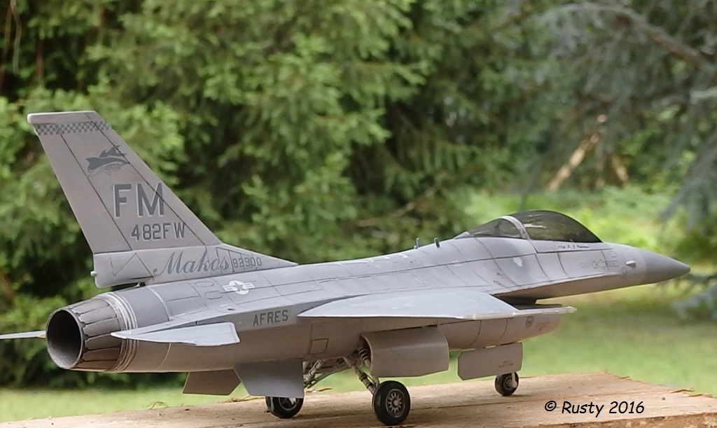General Dynamics F-16A Fighting Falcon [REVELL 1/32] - Page 2 P6123217