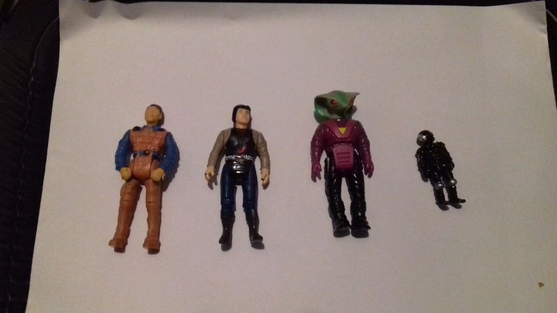 Quelques petites figurines à identifier... 20160812
