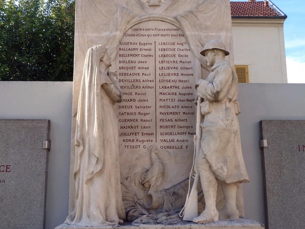 [Histoires et Histoire] Monuments aux morts originaux Français Tome 1 - Page 30 8032_p10