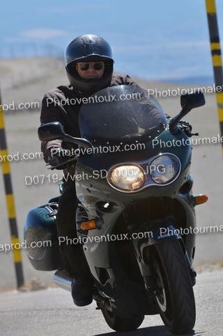 Se faire tirer le portrait en moto. D0719-11