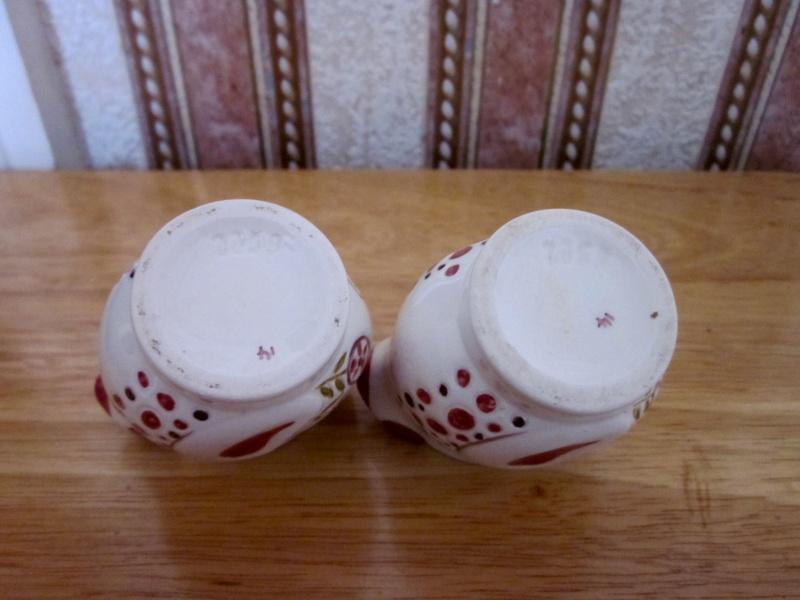 Retro chicken design egg cups Image13