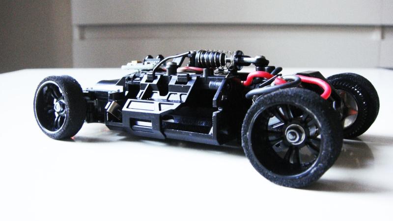 Présentation de ma MR03 Audi R8 LMS Dsc09612