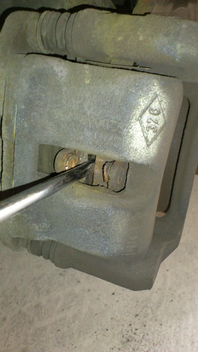 [ Renault twingo ] Remplacement plaquettes de frein ( TUTO ) 610