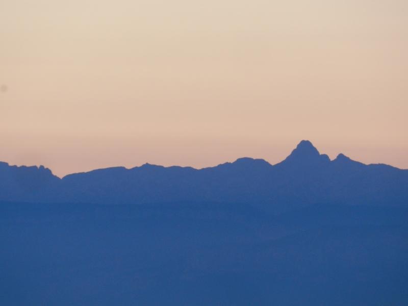 Lever de soleil sur les Alpes  Marcla11