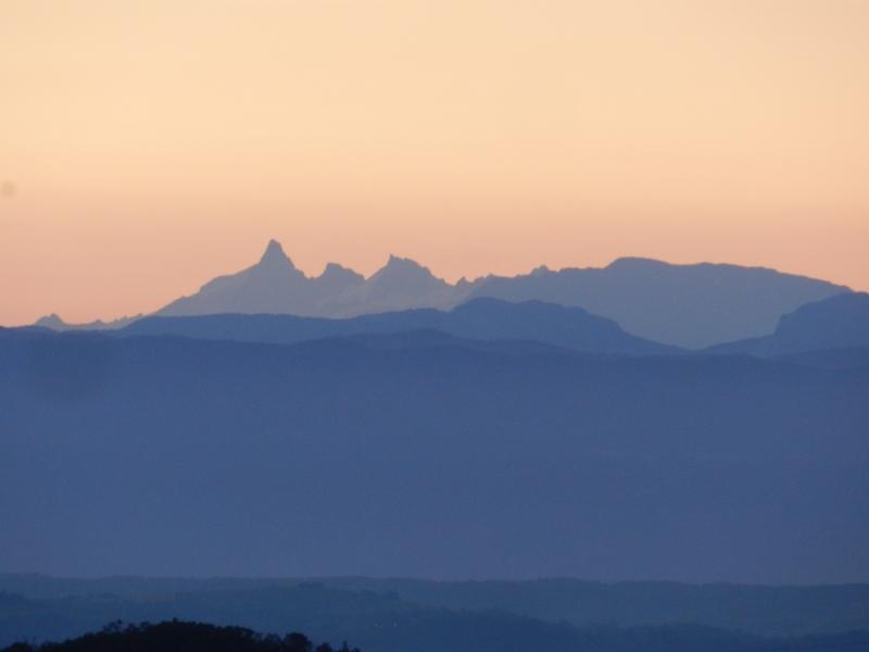 Lever de soleil sur les Alpes  Marcla12