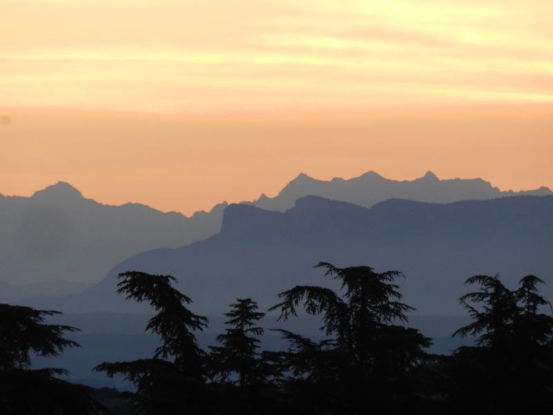 Lever de soleil sur les Alpes  Marcla14