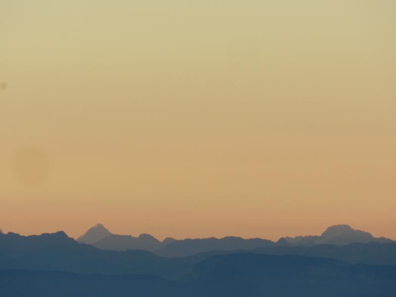 Lever de soleil sur les Alpes  Marcla17