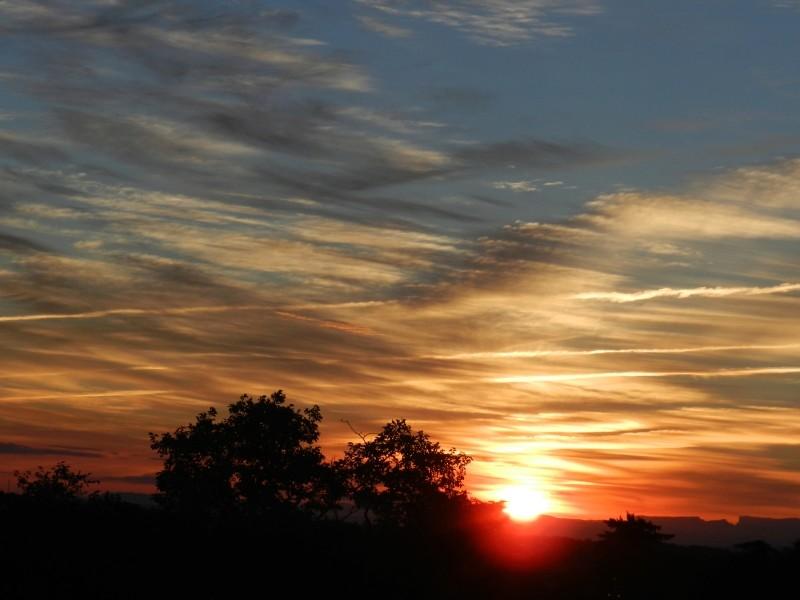 Lever de soleil sur les Alpes  Marcla19