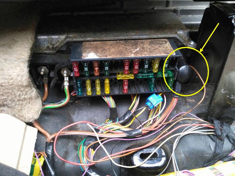 Plus d'électricité côté droit - Page 2 Becm10