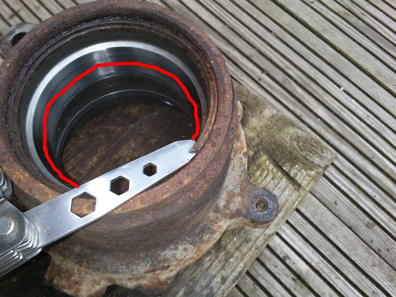 Remplacement roulement de roue arrière. ... Dsc_0610