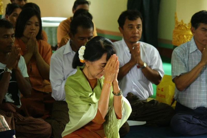 Daw Aung San Suu Kyi - Page 3 42716110