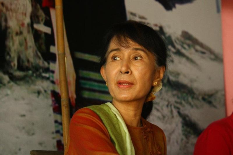 Daw Aung San Suu Kyi - Page 3 42742110