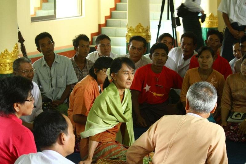 Daw Aung San Suu Kyi - Page 3 43214010