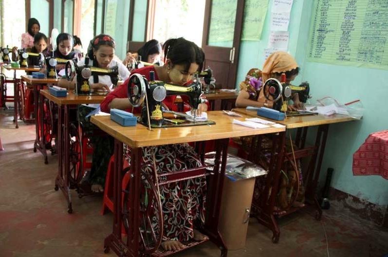 Au Myanmar, une formation professionnelle pour les femmes améliore les relations entre communautés Screen26